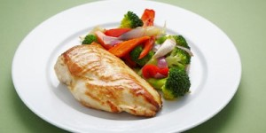 Roast-chicken-breast-with-roast-vegetables-and-blanched-broccoli